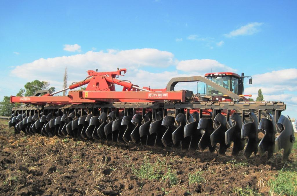 Quivogne and Agroprosperis Bank partnership program for farm equipment purchase